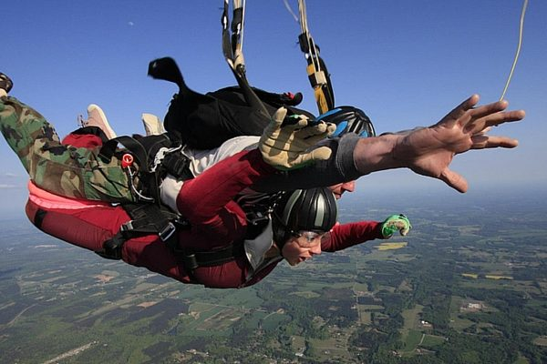 The 5 Best Places to Go and Try Skydiving